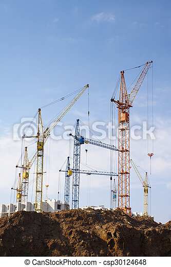 kranen, groot gebouw - csp30124648
