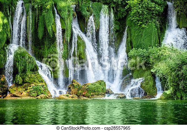 kravica, 滝 - csp28557965