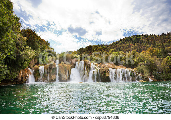 krka, sibenik, national, innerhalb, -, krka, kroatien, kaskaden, park, schwimmender - csp68794836
