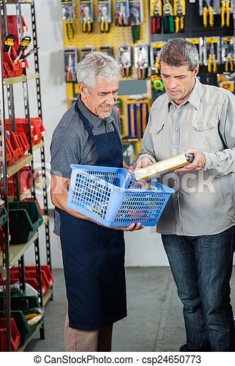 kunde, assistieren, produkt, mann, verkäufer, kaufen - csp24650773