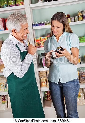 kunde, assistieren, weibliche , produkt, wählen, eigentümer, älterer mann - csp16529484