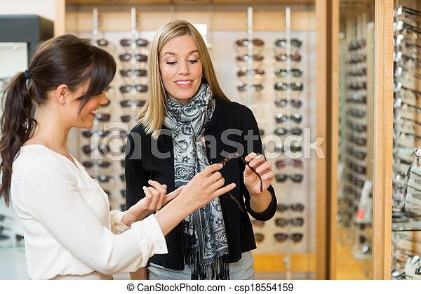 kunde, auswählen, assistieren, frau, brille - csp18554159