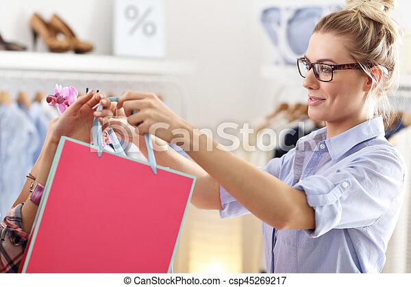 kunde, säcke, shoppen, kleiderladen, weibliche , annahme - csp45269217