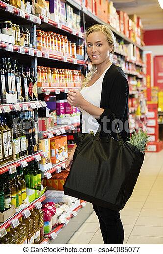 kunde, stehende , lebensmittelgeschäft, weibliche , lächeln, kaufmannsladen - csp40085077