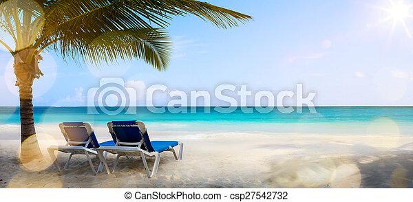 Kunsturlaub auf dem Meer, im Hintergrund - csp27542732