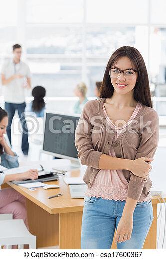 kunstenaar, achtergrond, vrouwlijk, collega's, kantoor - csp17600367