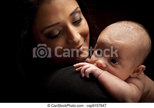 kvinna, henne, nyfödd, attraktiv, etnisk, baby - csp9157647