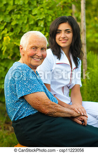 kvinna läkare, /, äldre, utomhus, le, sköta - csp11223056