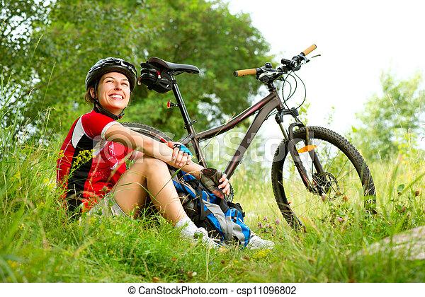 kvinna, livsstil, hälsosam, ung, ridande, utsida., cykel, lycklig - csp11096802