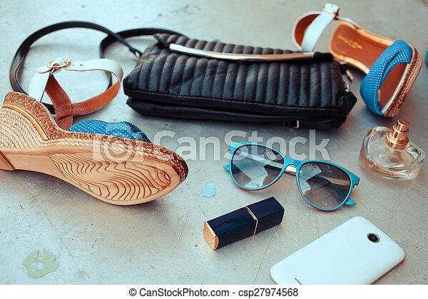 kvinna, mode, essentials, objekt - csp27974568