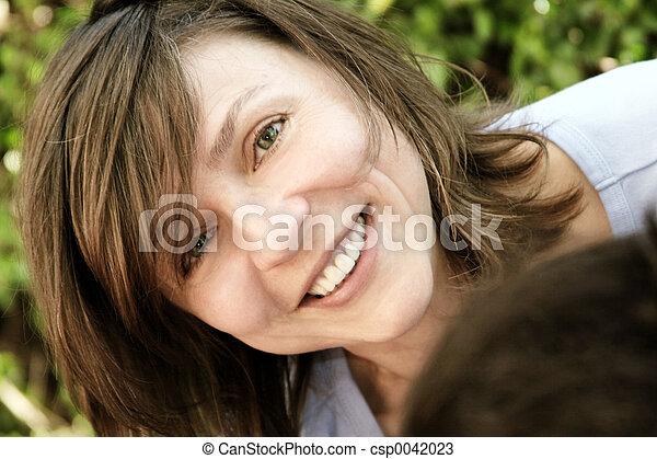 kvinna, mogna, lycklig - csp0042023