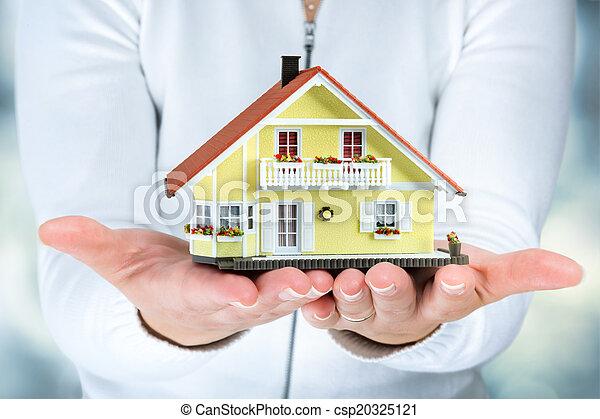 kvinna, räcker, hus, verklig, -, egendom - csp20325121