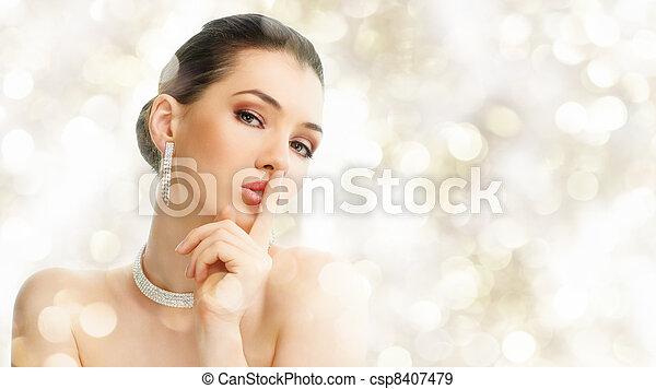 kvinna, smycken - csp8407479