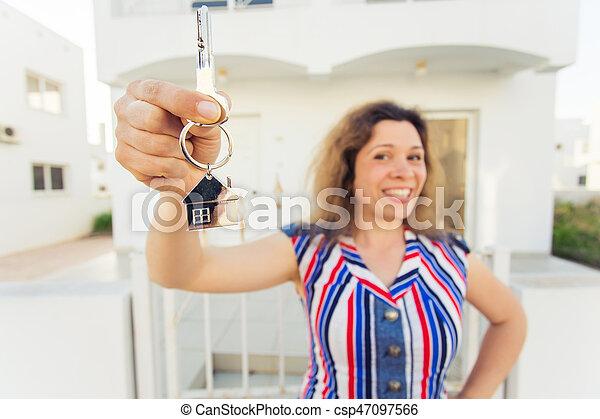 kvinna, stämm, hus, ung, färsk, främre del, hem, lycklig - csp47097566