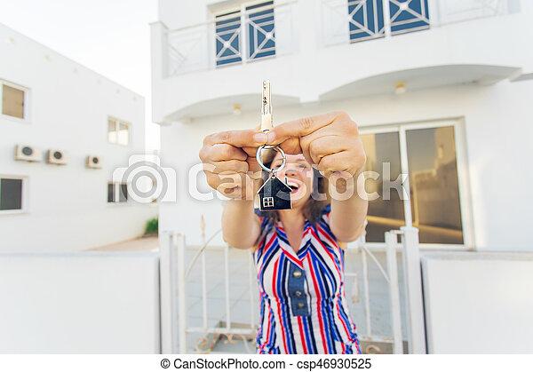 kvinna, stämm, hus, ung, färsk, främre del, hem, lycklig - csp46930525