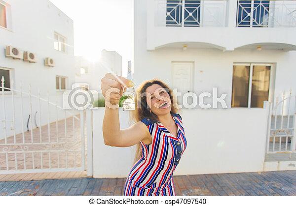 kvinna, stämm, hus, ung, färsk, främre del, hem, lycklig - csp47097540