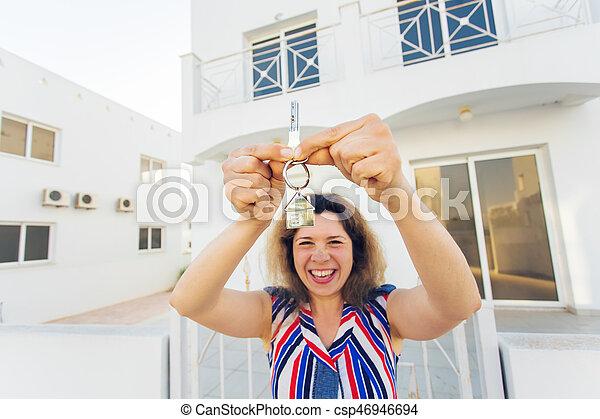 kvinna, stämm, hus, ung, färsk, främre del, hem, lycklig - csp46946694
