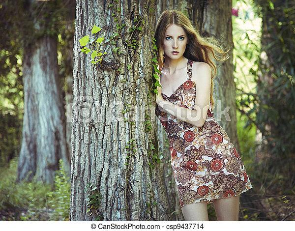 kvinna, trädgård, ung, mode, stående, sensuell - csp9437714