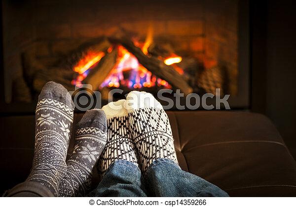 lábak, kandalló, melegítés - csp14359266