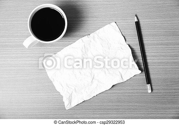 Papel y lápiz con taza de café en blanco y negro - csp29322953