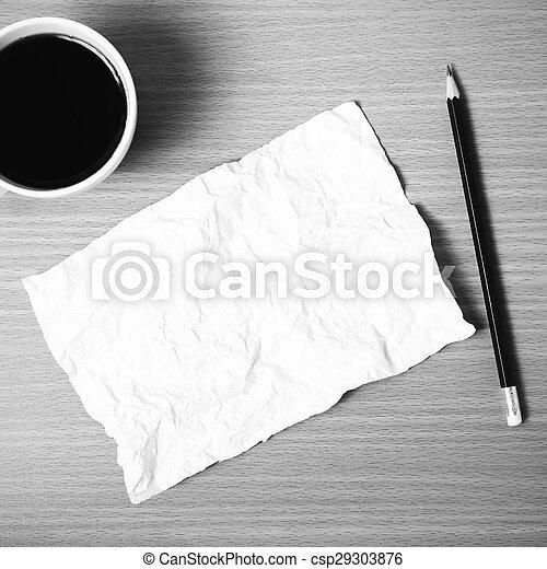 Papel y lápiz con taza de café en blanco y negro - csp29303876