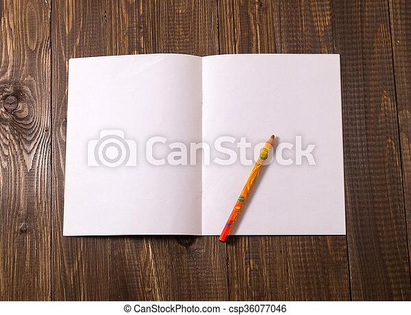 Una sábana en blanco con un lápiz - csp36077046