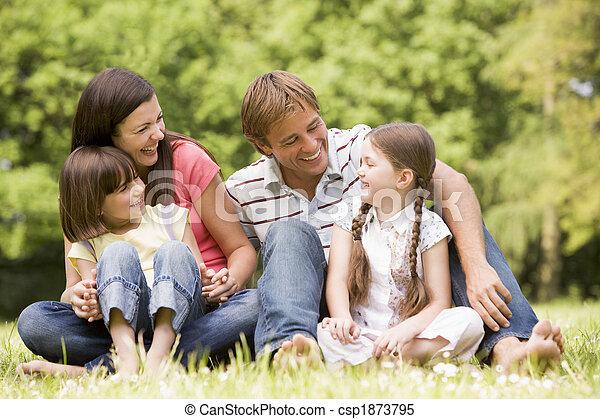 lächeln, familie, draußen - csp1873795
