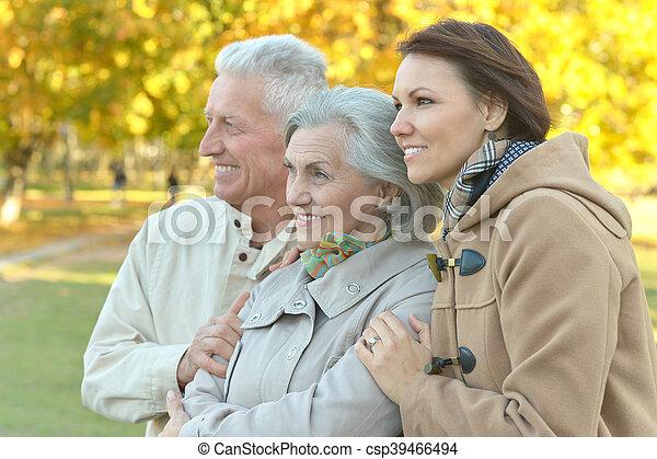 Familie im Park - csp39466494