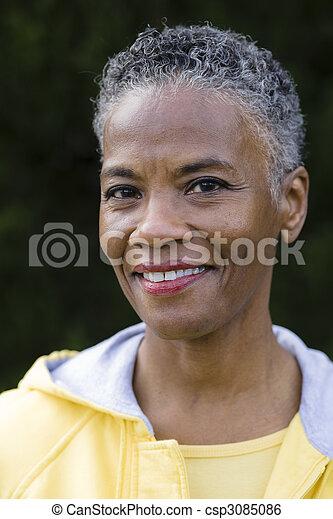 lächelnde frau, amerikanische , afrikanisch - csp3085086