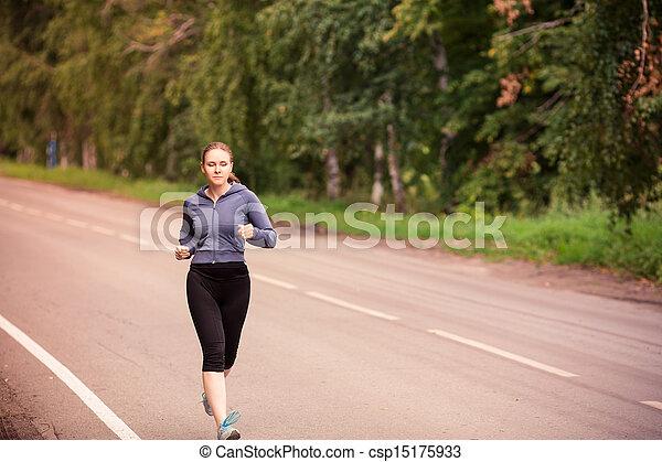 Läuferin joggt im Freien - csp15175933