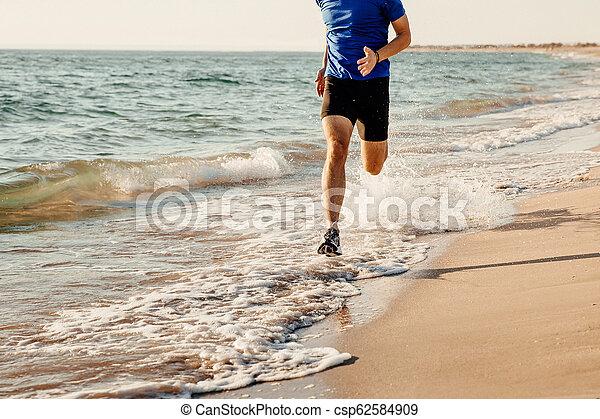 Der Läufer läuft - csp62584909