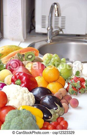légumes, fruits assortis - csp12323329