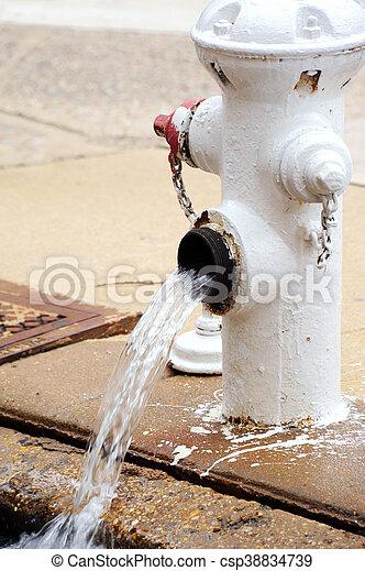 Drenando líneas de agua - csp38834739