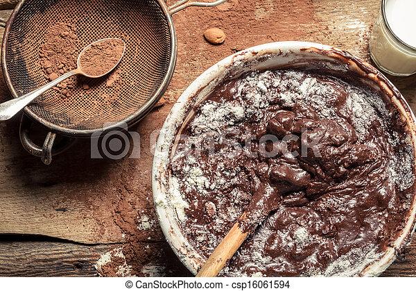 Un desastre cuando preparas chocolate casero - csp16061594