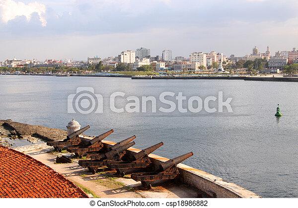 Puerto de La Habana - csp18986882