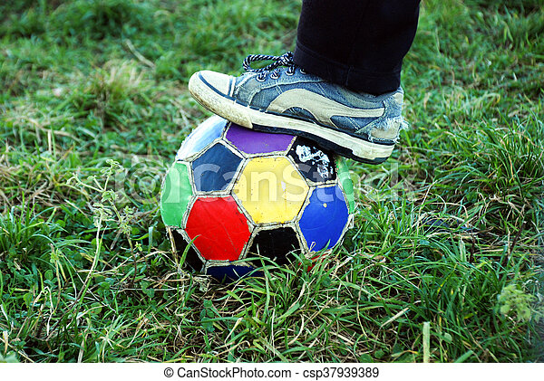 labda, öreg, színes, egyenetlen, futball - csp37939389