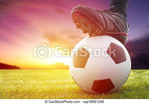 labda, foci kickoff, játék, napnyugta, futball, vagy - csp18591249