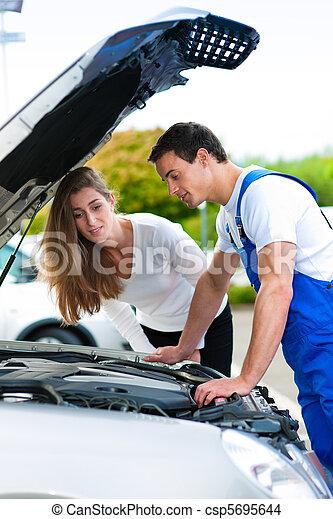 laden, reparatur, frau, auto, sprechende , mechaniker - csp5695644