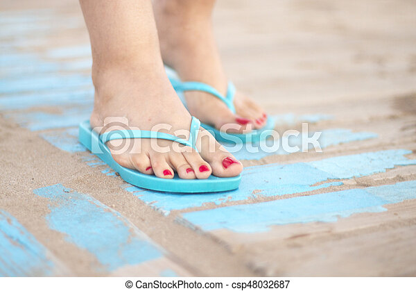 Lady's feet in sandals on beach - csp48032687