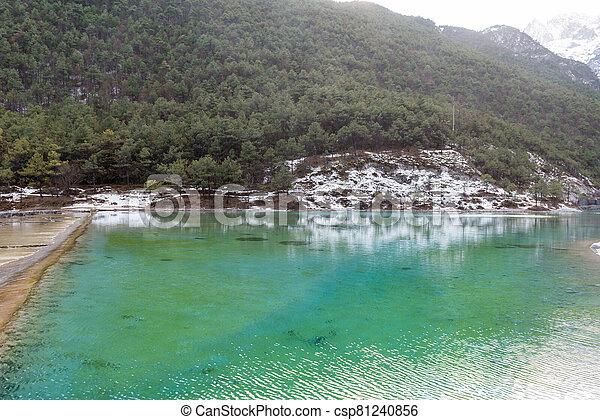 lago montanha - csp81240856