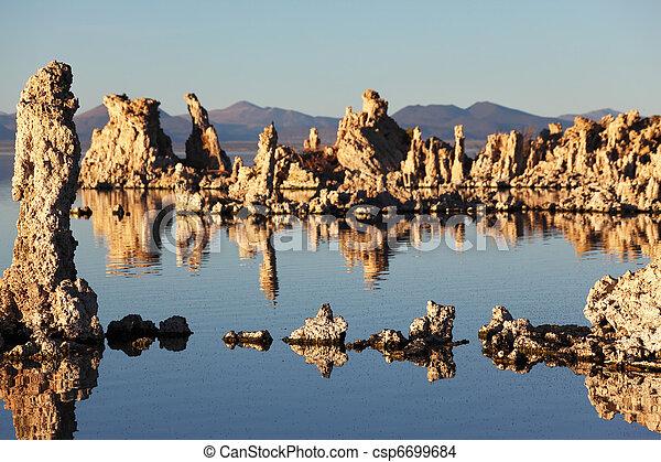 La puesta de sol mágica en mono lago - csp6699684