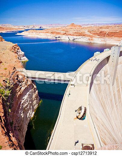 Lake Powell and Glen Canyon Dam - csp12713912