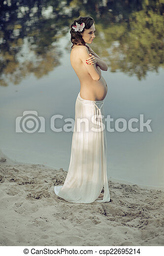 lakeside, nymphe, realxing, pregnant - csp22695214