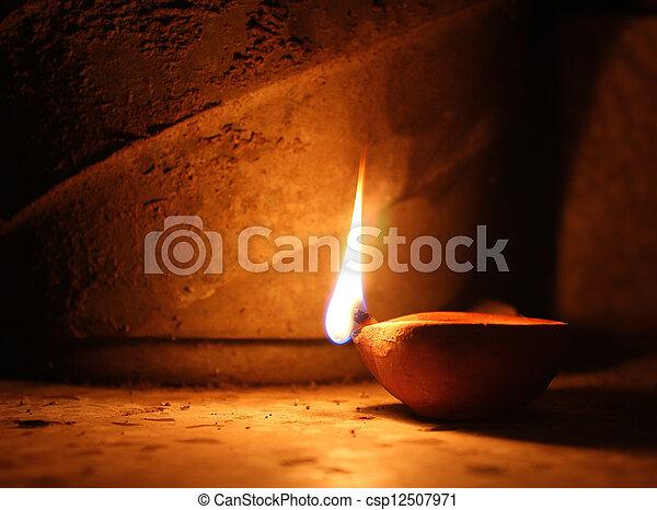 lampe, oel - csp12507971