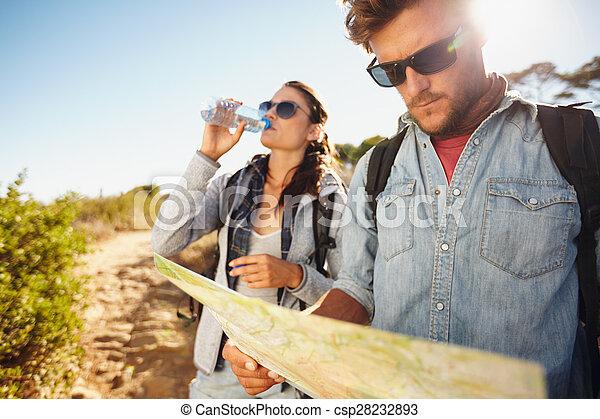 land, paar, samen, wandeling - csp28232893