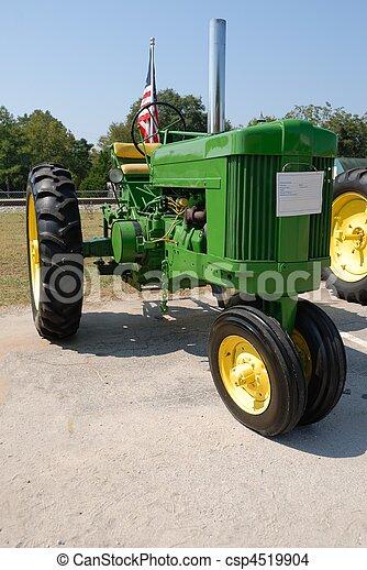 lantgård traktor - csp4519904