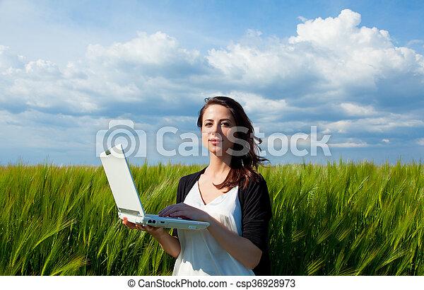 laptop, kobieta, młody - csp36928973