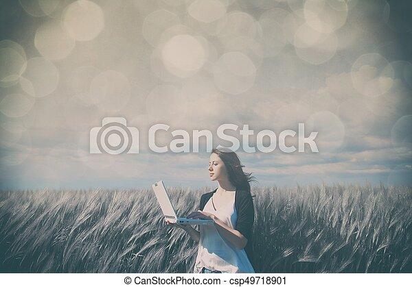 laptop, kobieta, młody - csp49718901