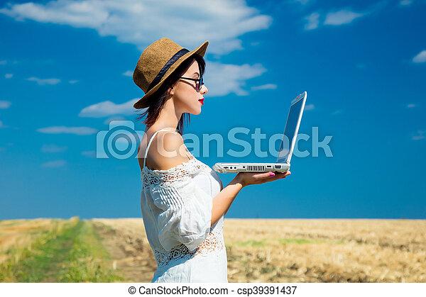 laptop, kobieta, młody - csp39391437