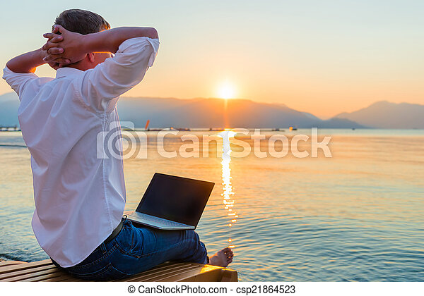 laptop, szórakozási, entrepreneur., ember, reggel - csp21864523